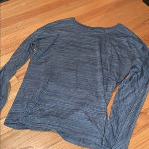 Lululemon long sleeve grey top